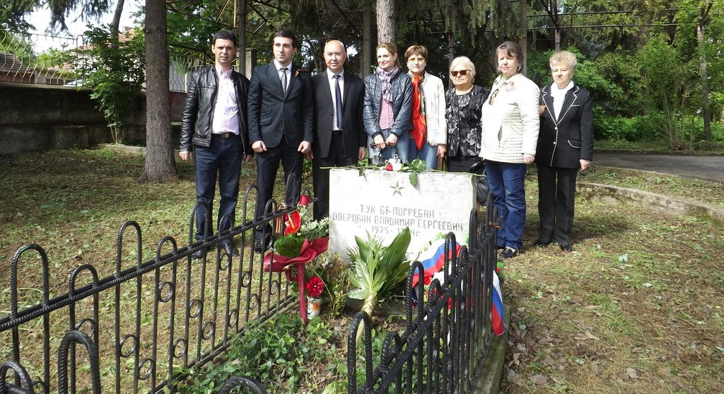 Зам.-кметът Ердинч Хасанов и вицеконсулът на Руската ф� ...