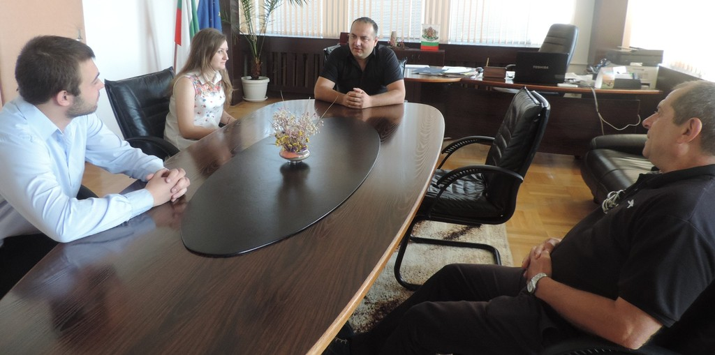 Двама студенти започват стаж в Областна администрация ...