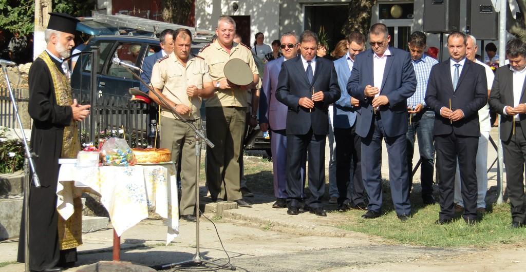 Министърът на отбраната пристигна за панихида в Осене� ...