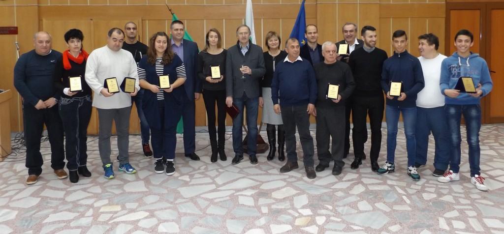 Кметът д-р Василев награди Спортист на годината – капи ...
