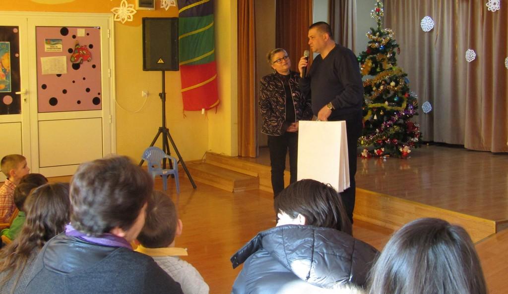 Градоначалникът д-р Валентин Василев поздрави малчуга ...