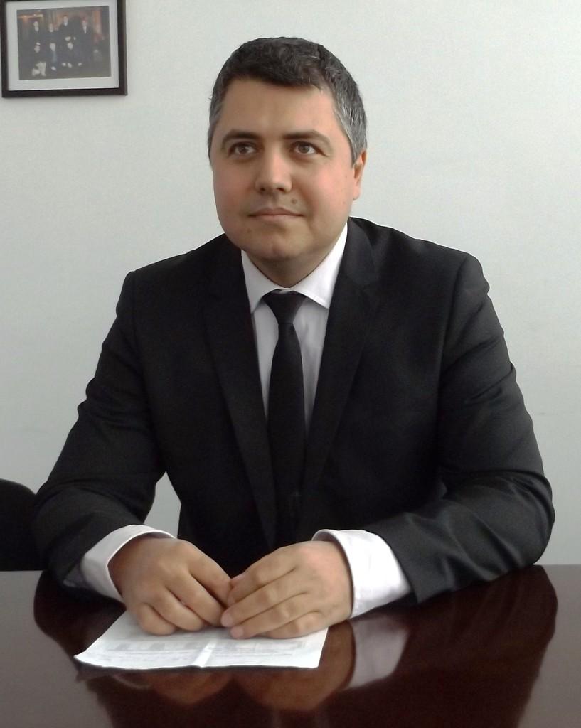 Депутатът Михаил Тодоров  продължава подписката за об� ...