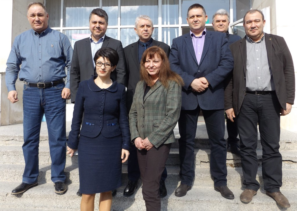 Водачът на листата на ПП ГЕРБ Десислава Атанасова: Неп� ...