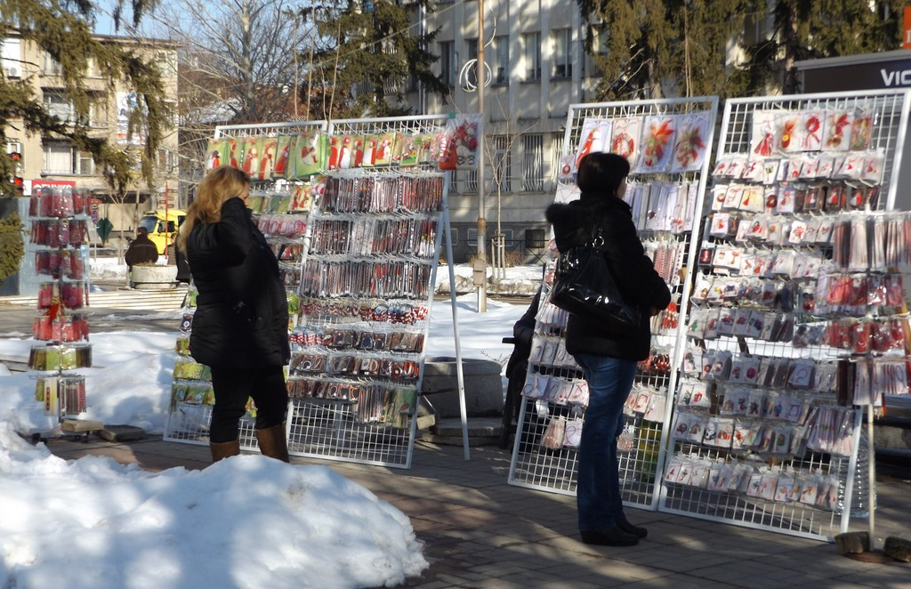 Показват първите мартеници на два базара в Разград от � ...