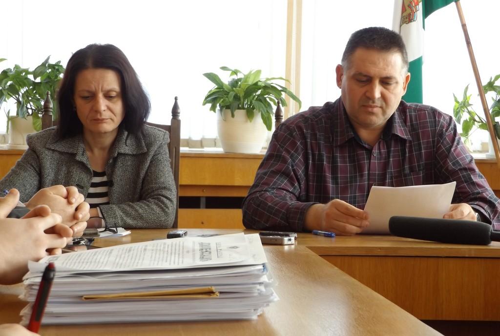 Община Разград подписа 3 договора за саниране на много� ...