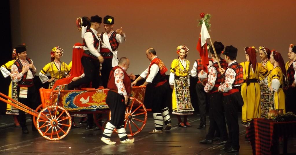 """""""Българе"""" изнесе урок по патриотизъм в Разград с� ..."""
