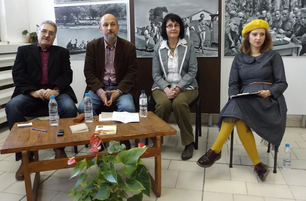 Доц. д-р Калин Михайлов представи своята поезия в Разгр ...