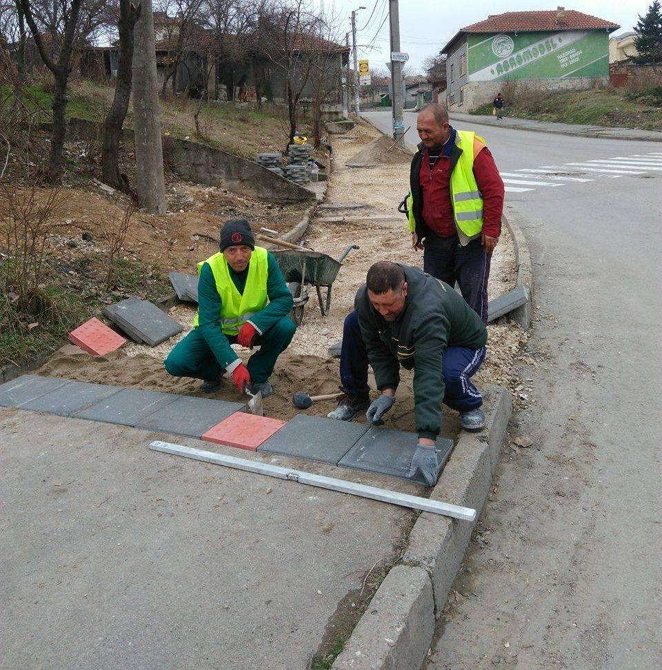 Започнаха ударни ремонти на тротоарите в Разград