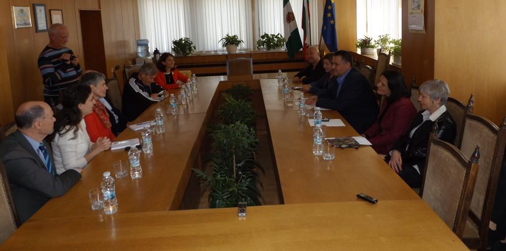 Ръководството на община Разград се срещна с членове на ...