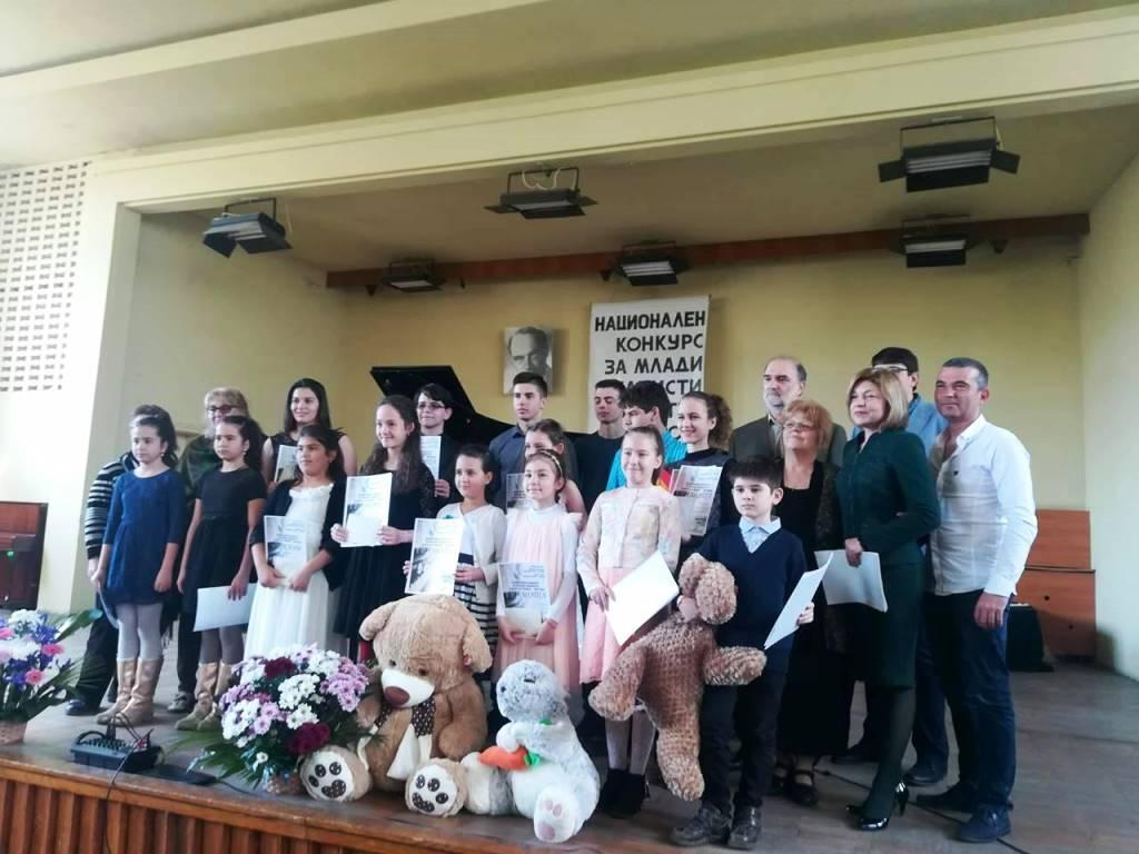 Председателят на Общински съвет-Разград Надежда Радос ...