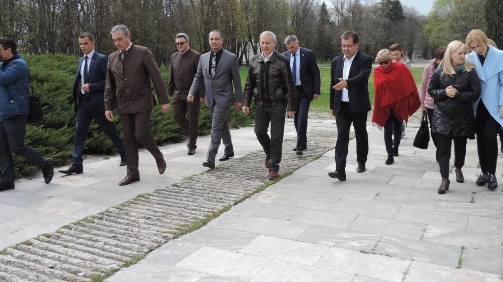 Премиерът и министърът на земеделието участваха в зал� ...