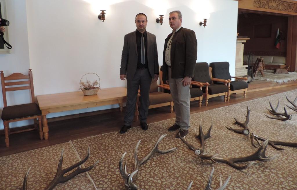 Богата колекция от паднали еленови рога показаха във В ...