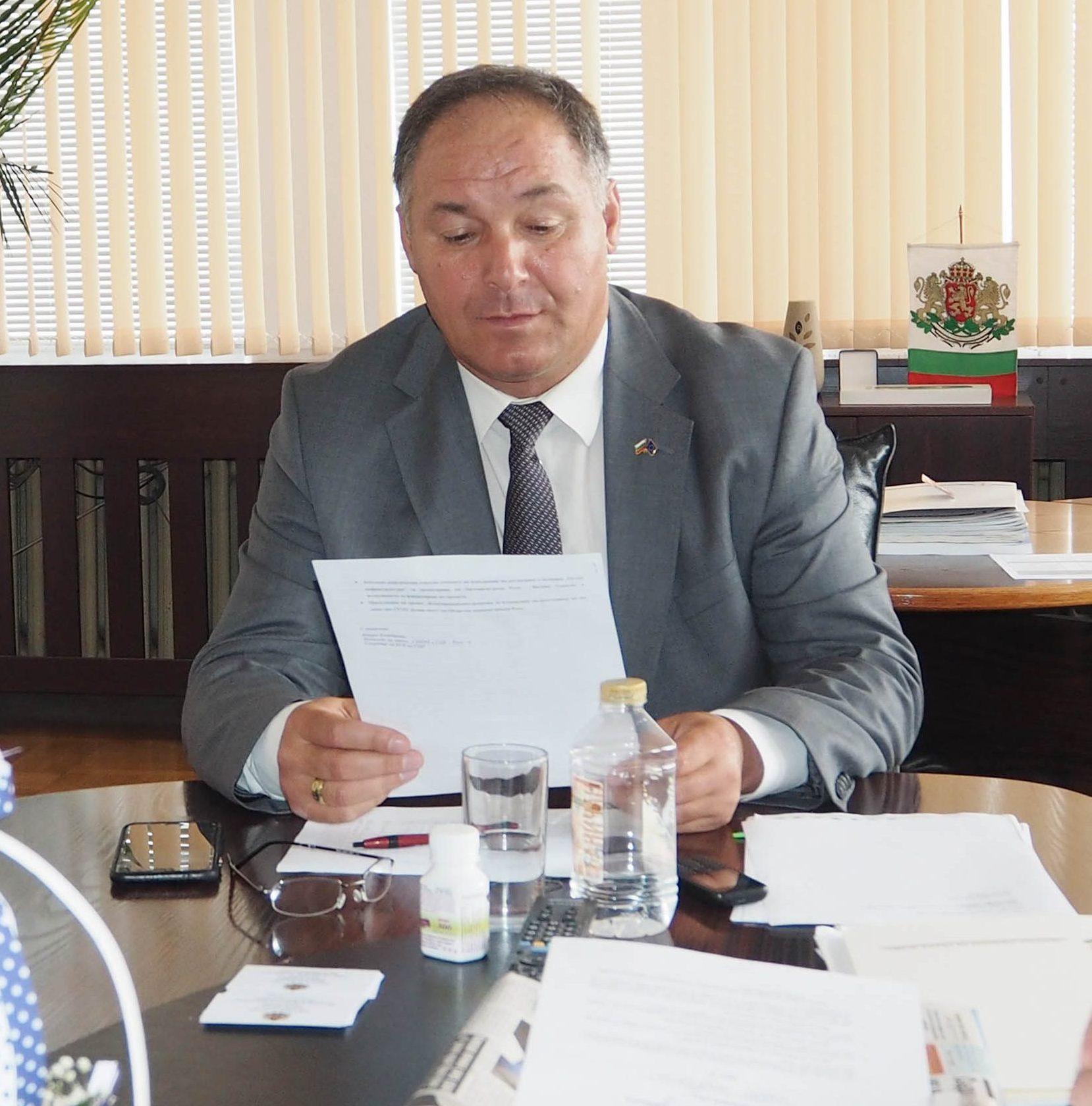 Областният управител проведе работна среща със секрет ...