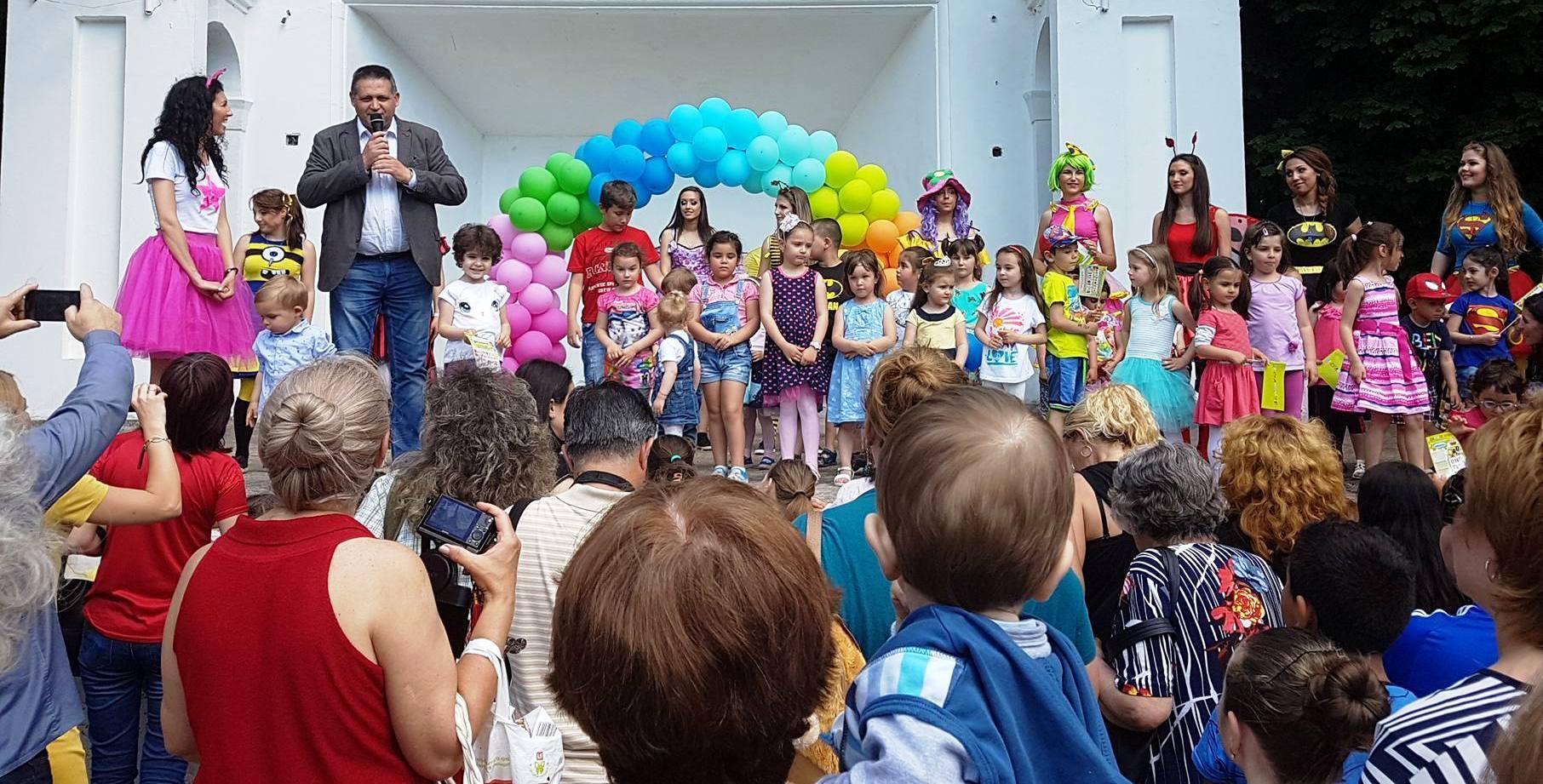 Община Разград изненада децата в Градски парк с приказ ...