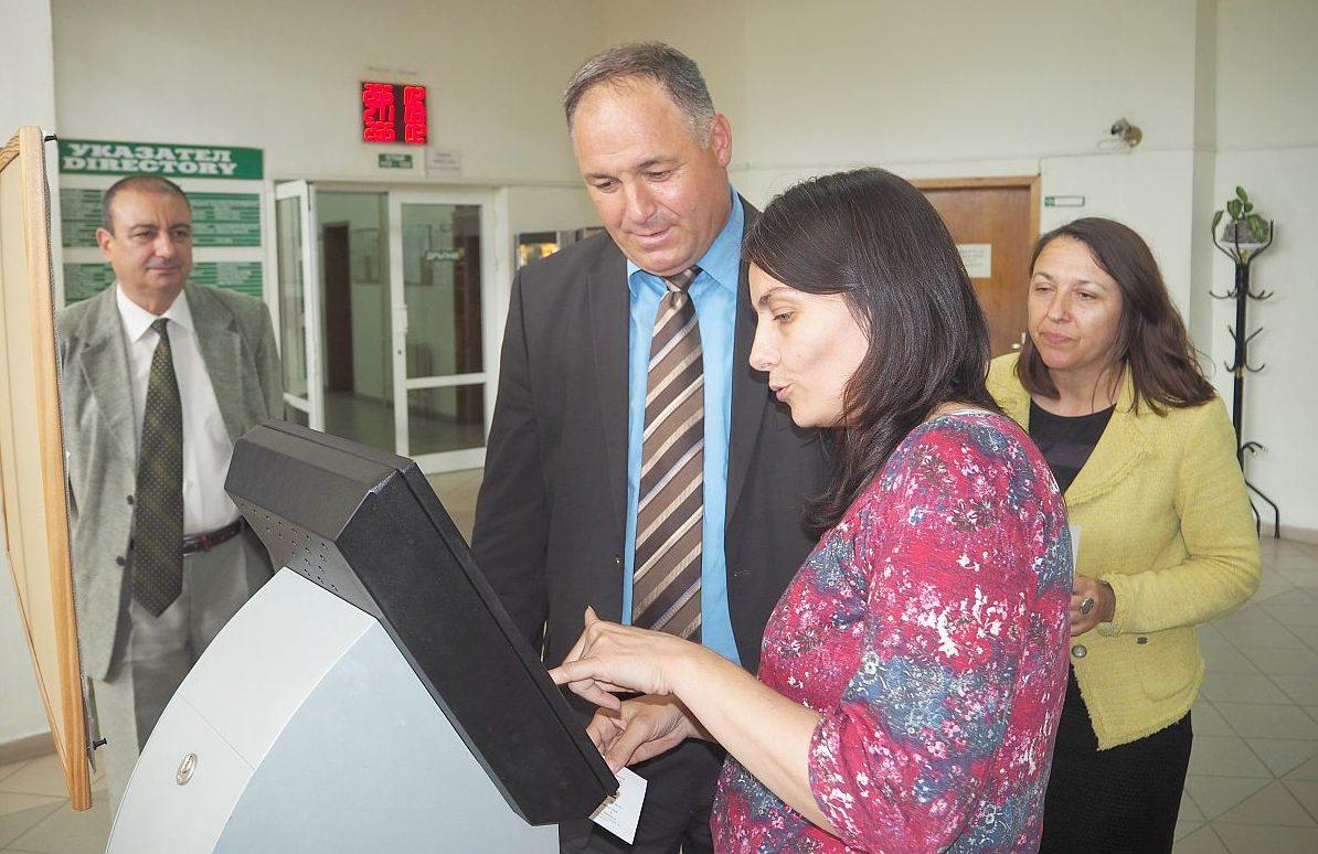 С ПИК код от НАП се сдобиха областният управител Гюнай  ...