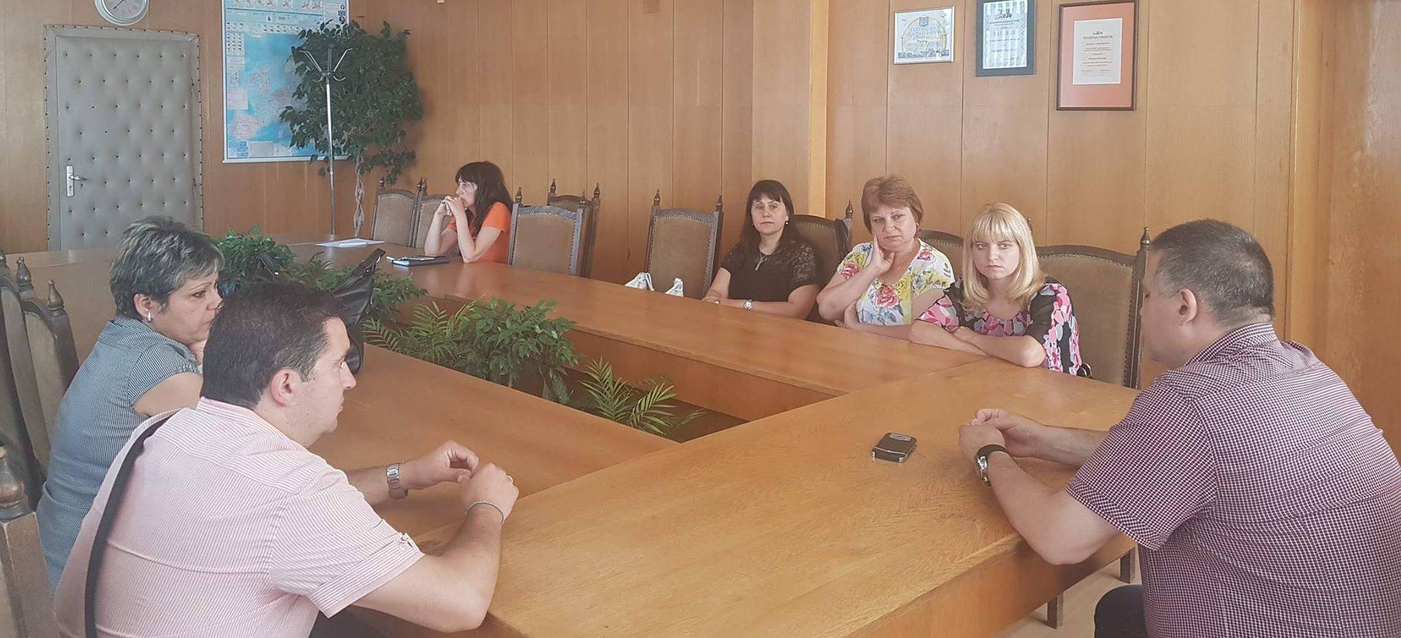 """Кметът на Разград се срещна с родители на деца от ДТА """" ..."""
