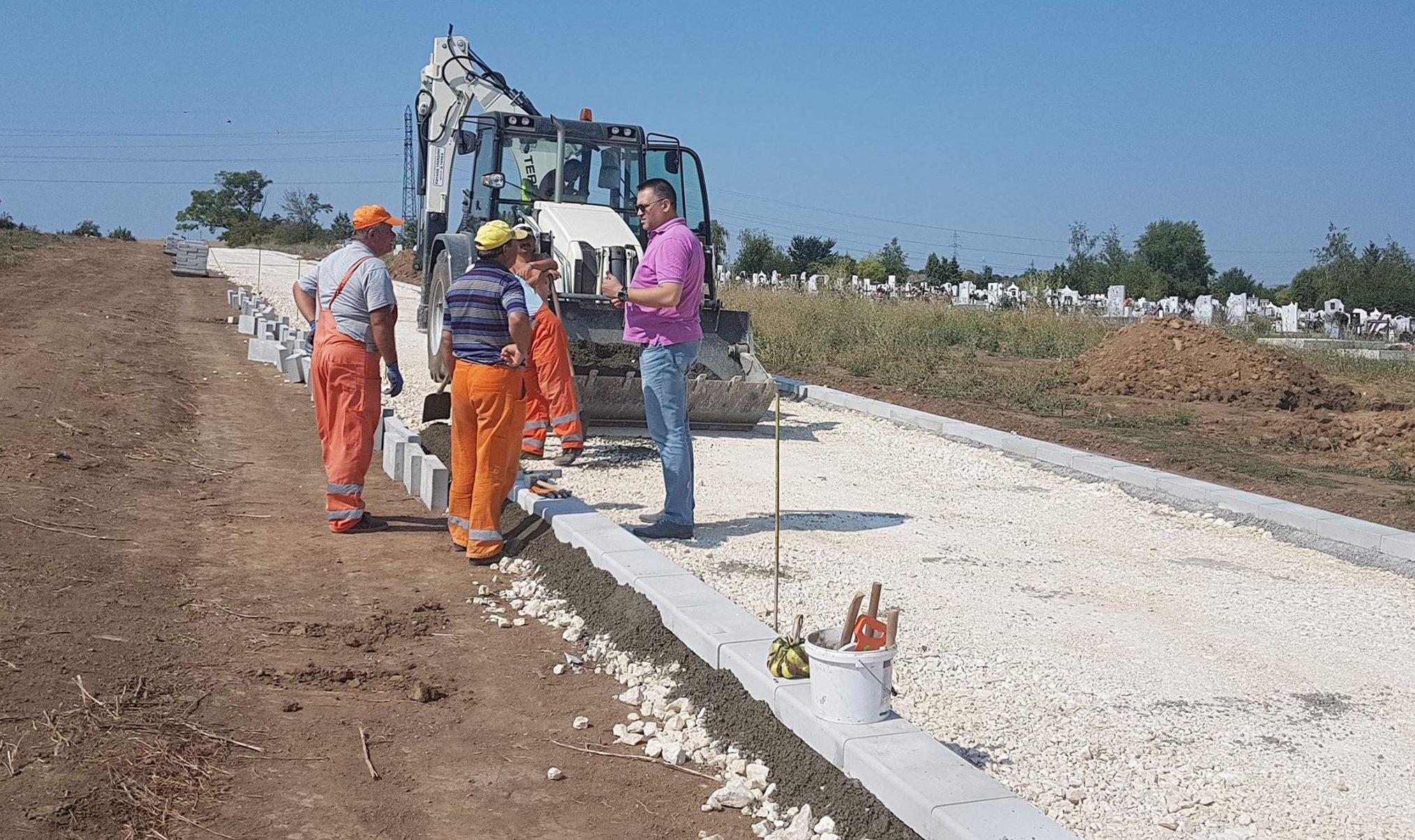 Градоначалникът инспектира изграждането на обслужващ ...