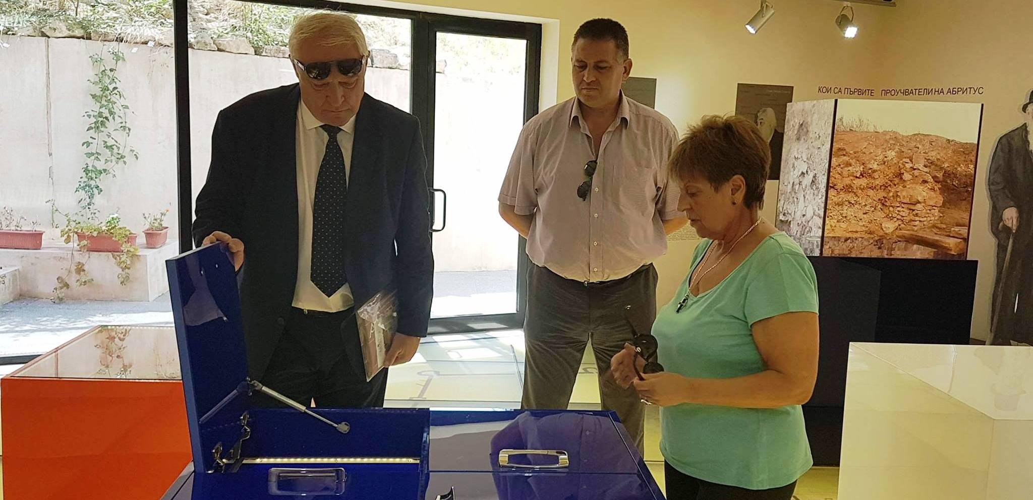 Кметът д-р Валентин Василев представи на зам.-министър  ...