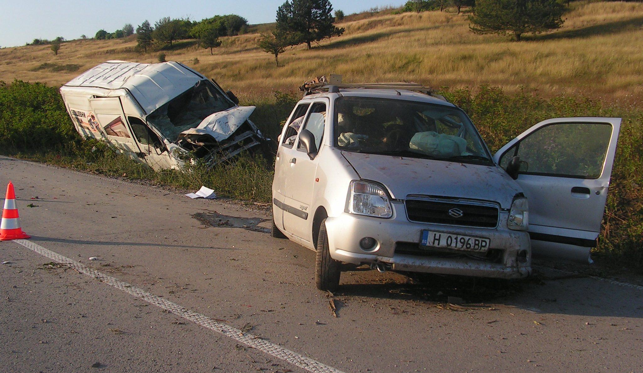 Съпрузи пострадаха тежко при катастрофа до село Бели Л ...