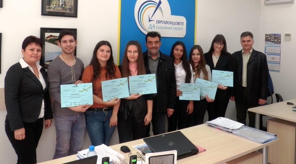 Млади експерти по европрограмите работиха един ден в О ...