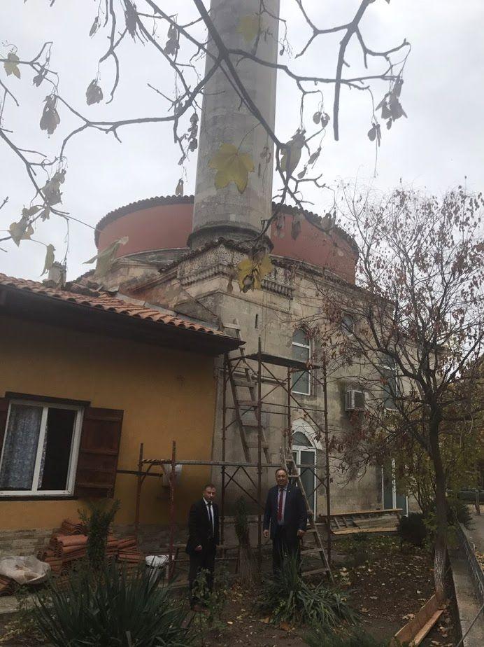 Областният управител инспектира ремонта на джамията � ...