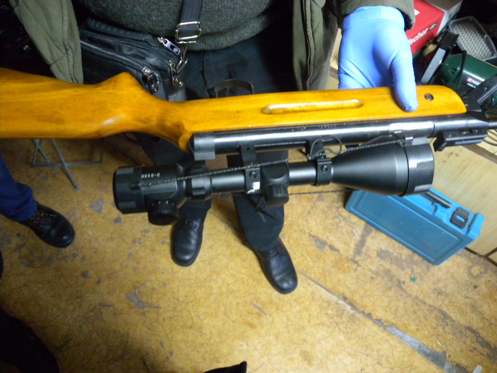 Разкриха и иззеха незаконен боен арсенал в Разград