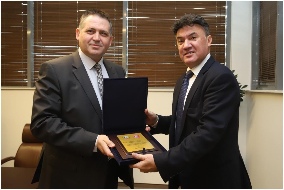 Борислав Михайлов връчи плакет на кмета д-р Валентин В� ...