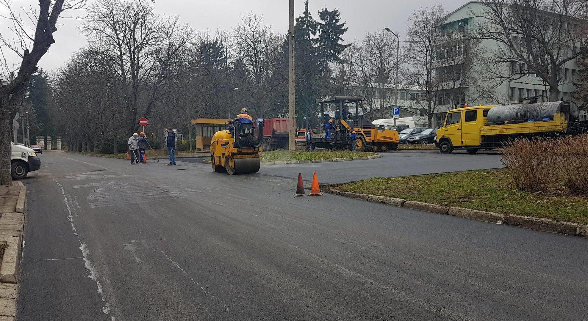 Община Разград асфалтира кръговото и улицата под МБАЛ  ...