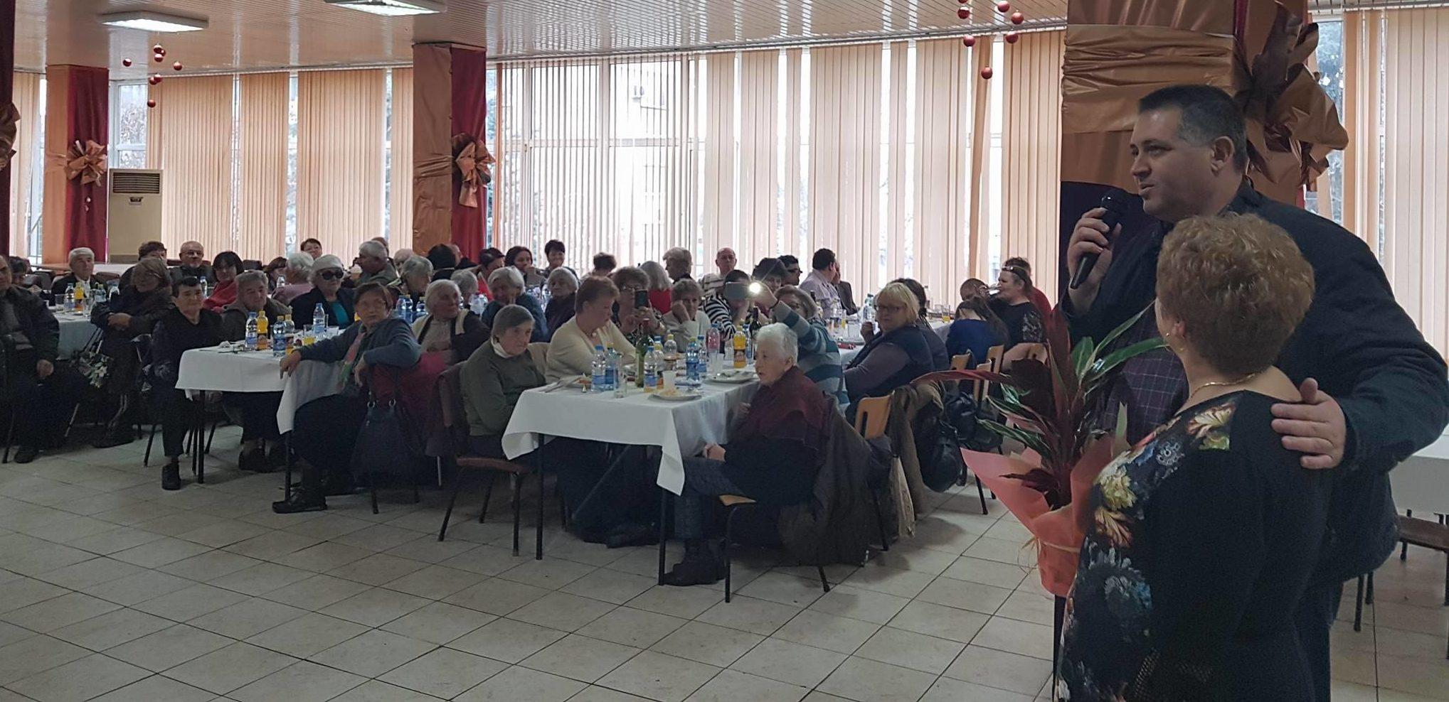 Кметът на Разград д-р Валентин Василев поздрави хората ...