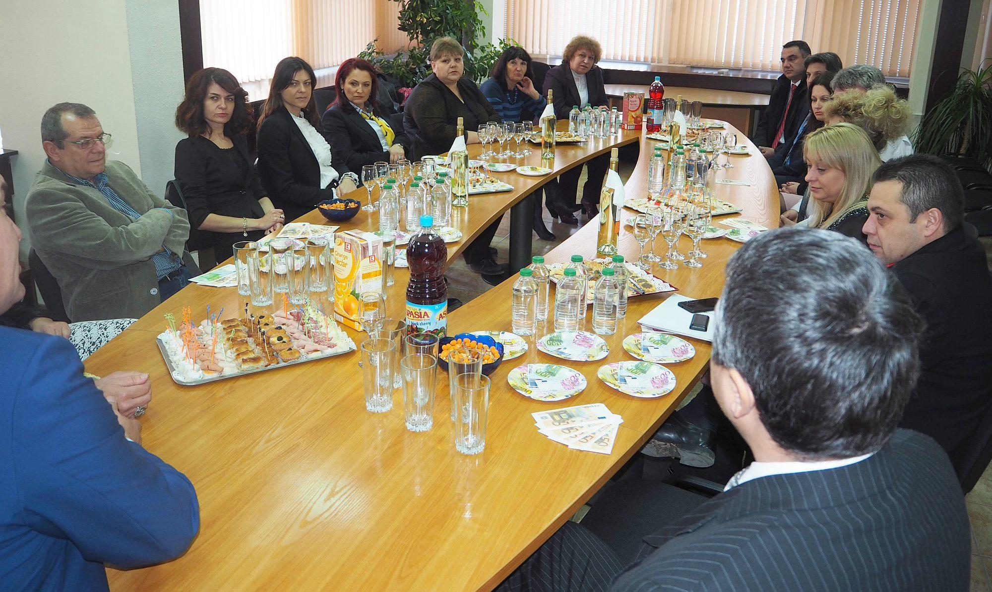 Областният управител събра банкерите от Разград на вр� ...