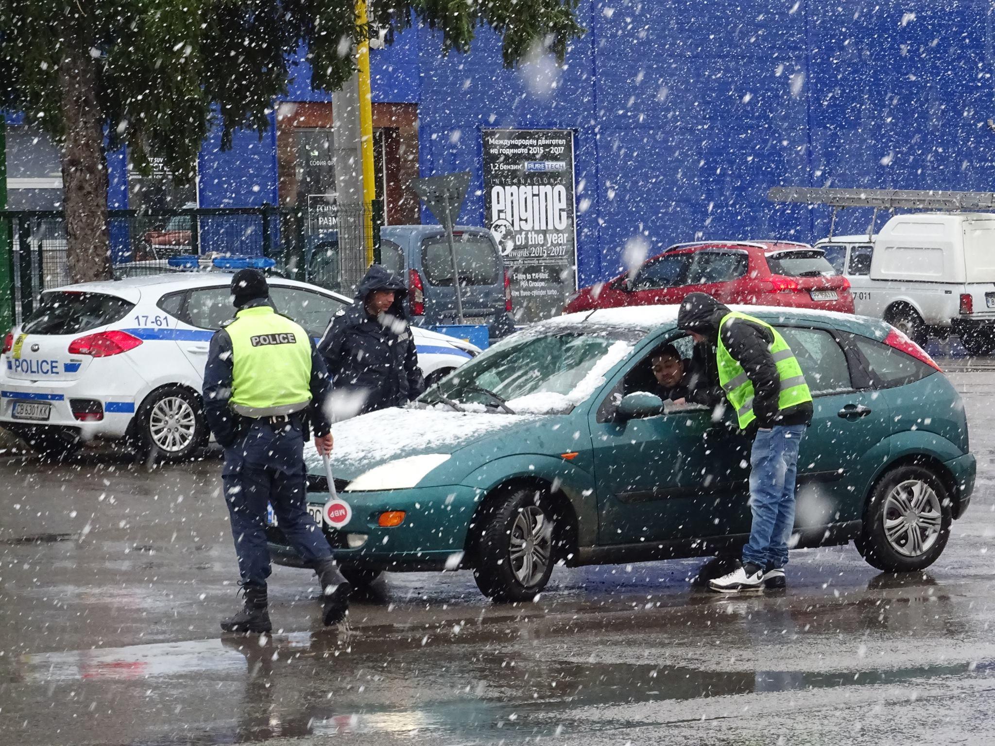 222 фиша и 58 акта съставиха пътни полицаи в Лудогорието � ...