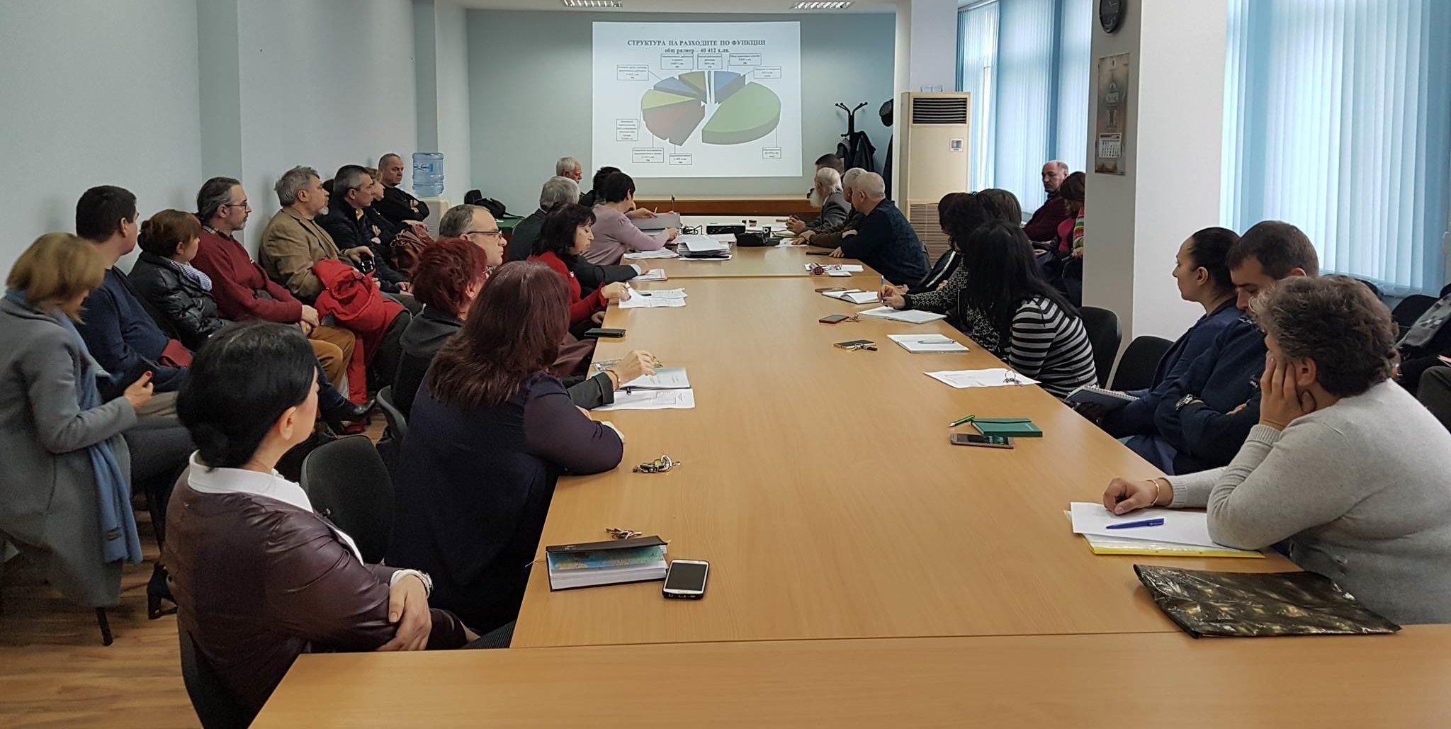 Кметът д-р Валентин Василев  представи проекта за бюдж� ...