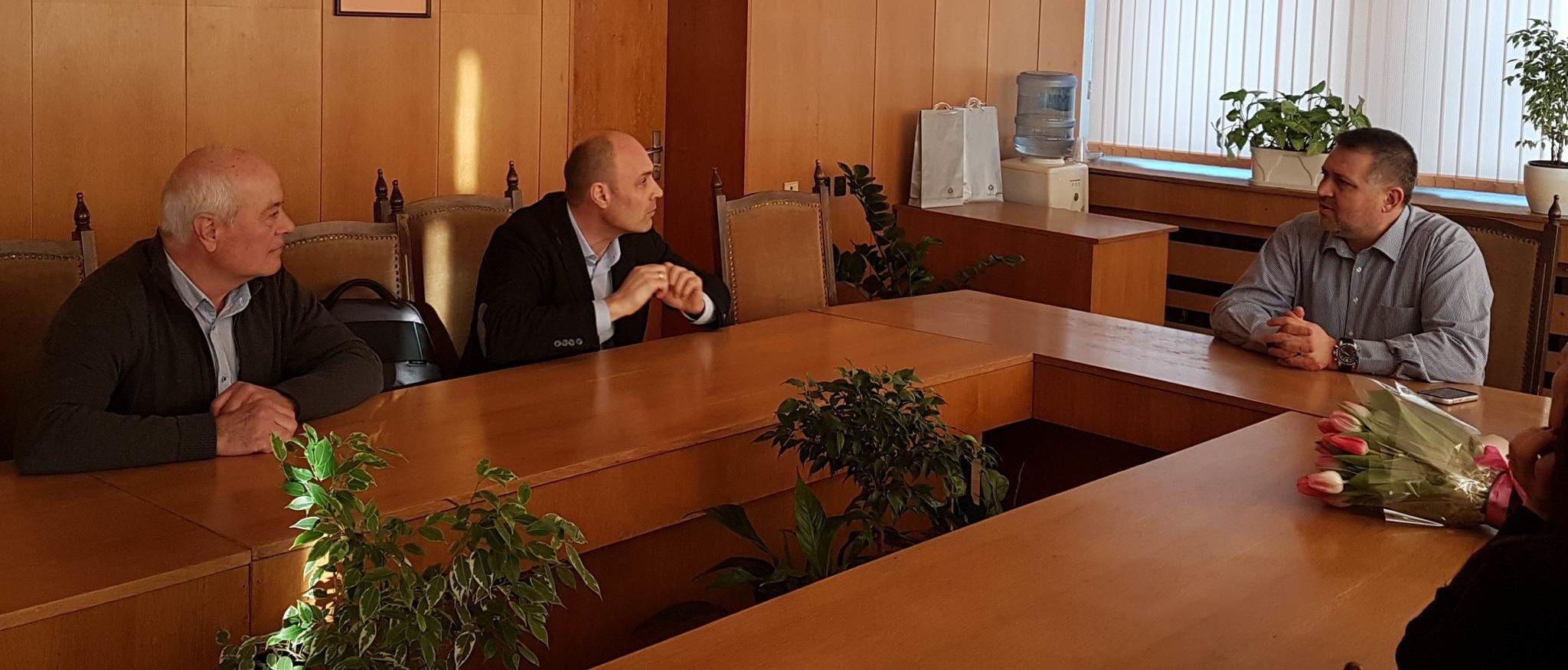 Градоначалникът д-р В. Василев се срещна със световнои� ...