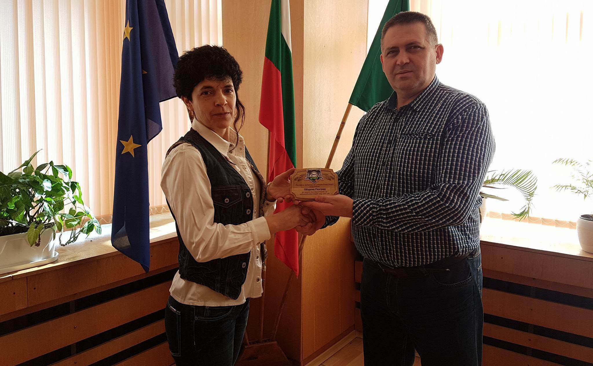 Д-р Валентин Василев получи плакет за принос към разви� ...