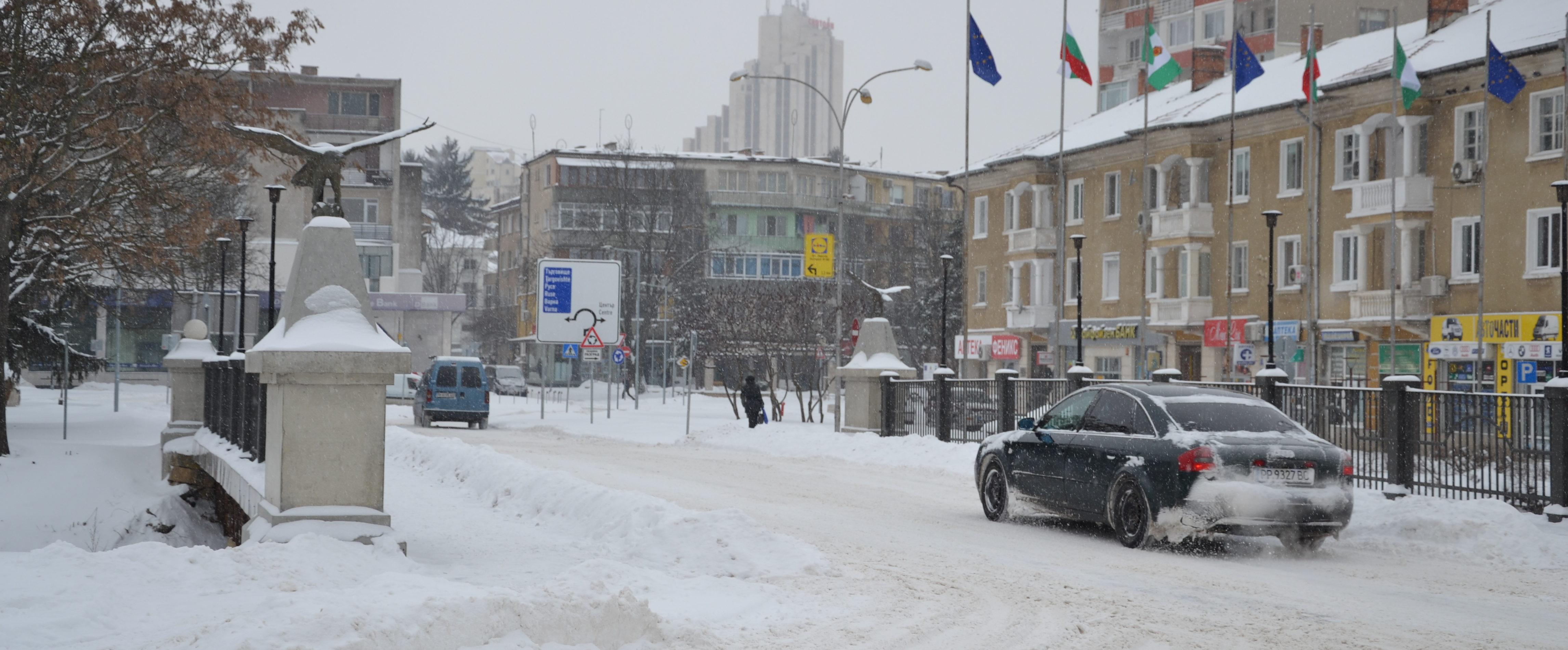 Няма населени места без ток и вода, снежната покривка в ...