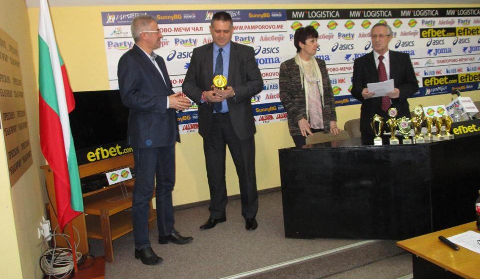 Градоначалникът д-р Василев получи награда за значите� ...