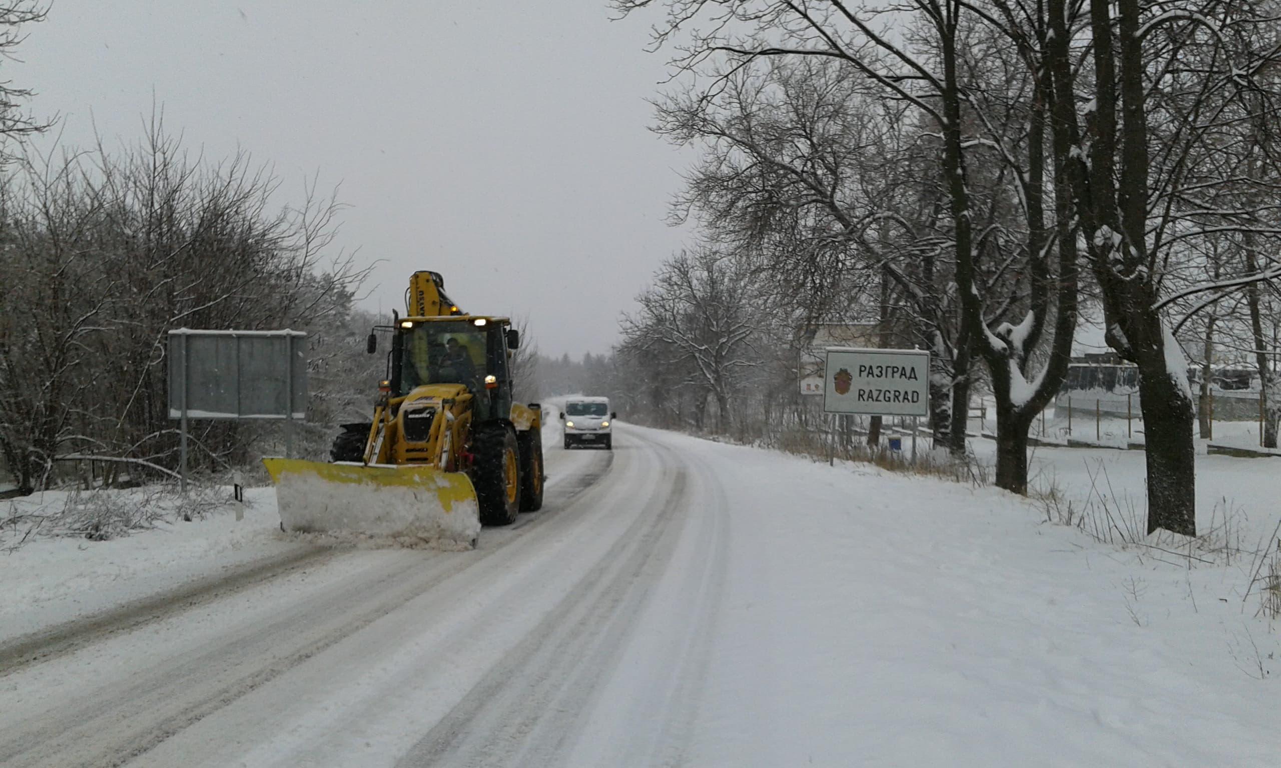 38 машини чистят пътищата в Лудогорието, 7 населени мест ...