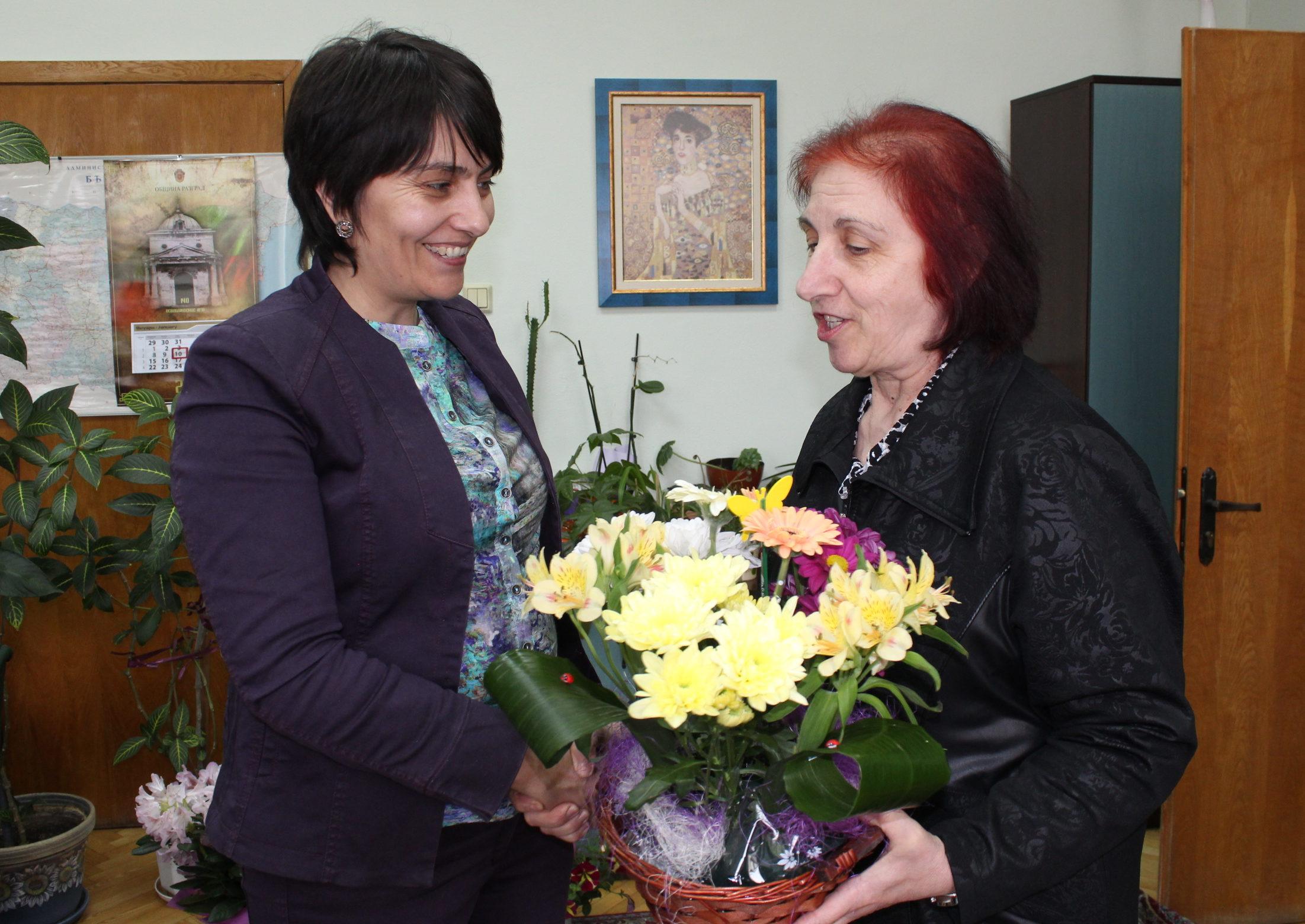 Директорът на НАП – офис Разград Цанка Тъмнишка се вкл ...