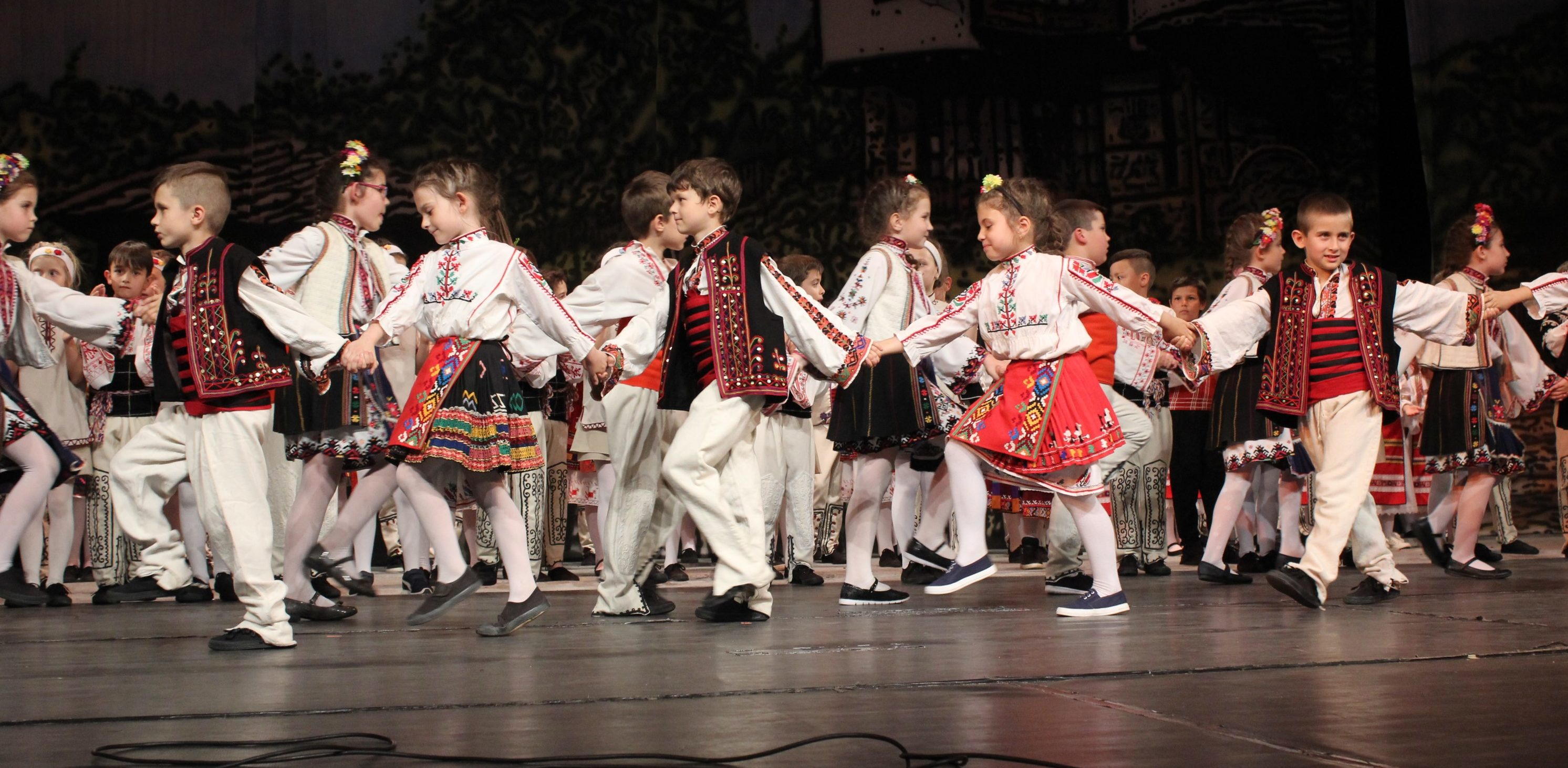 """Пищен концерт изнесоха млади таланти от ДТА """"Лудого ..."""