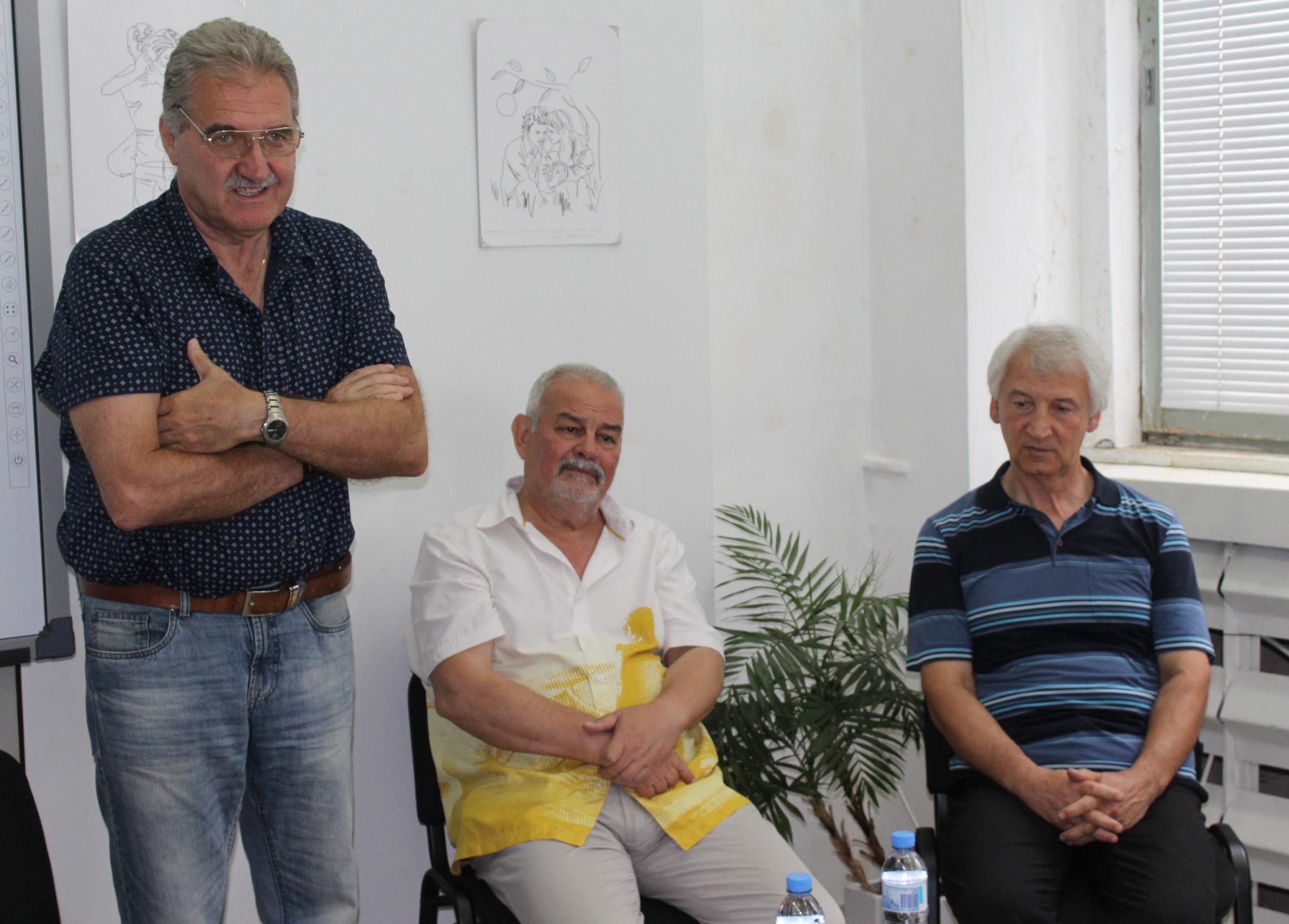 Поетът Тенко Тенев и литературният критик Димитър Беч� ...