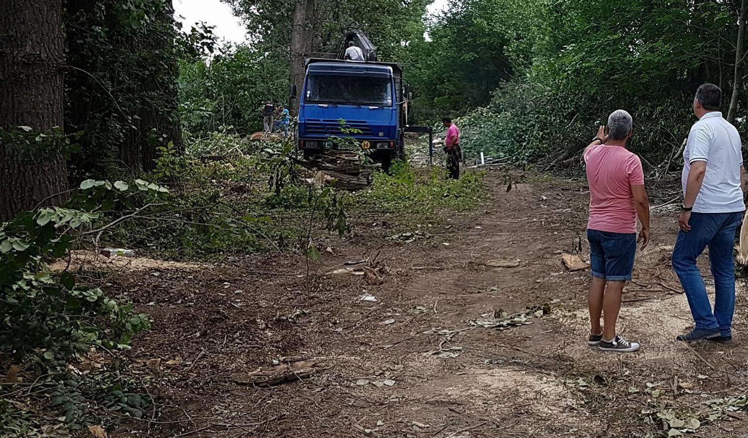 Кметът инспектира почистването на река Бели Лом до Авт ...