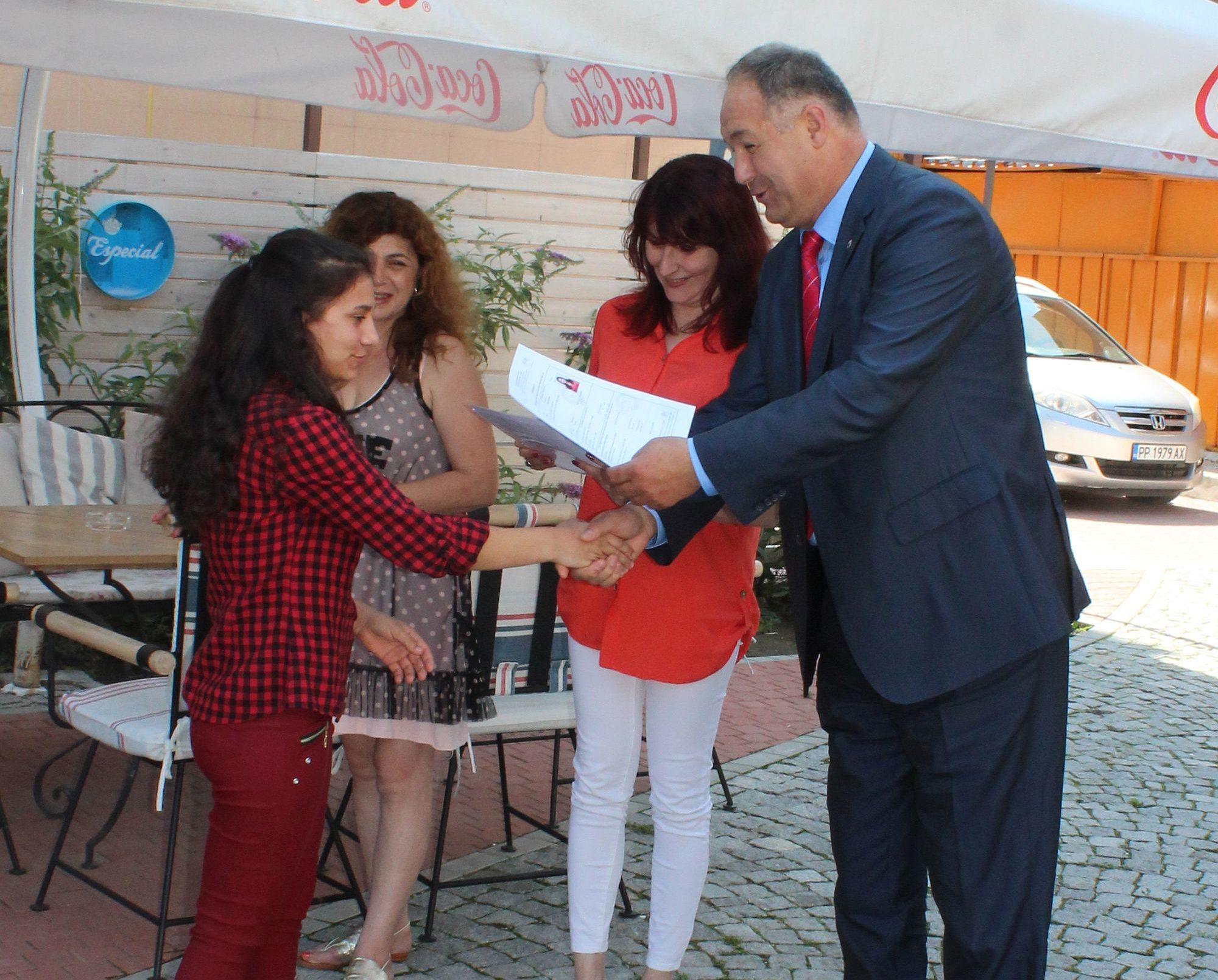 Областният управител връчи сертификати на ученици от � ...