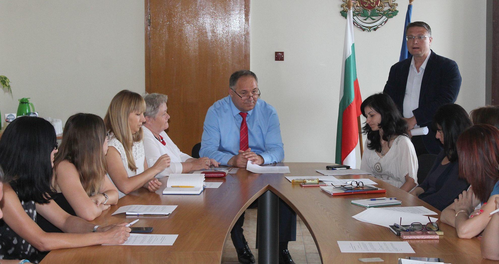 Областният управител откри семинар за новия правен ре� ...