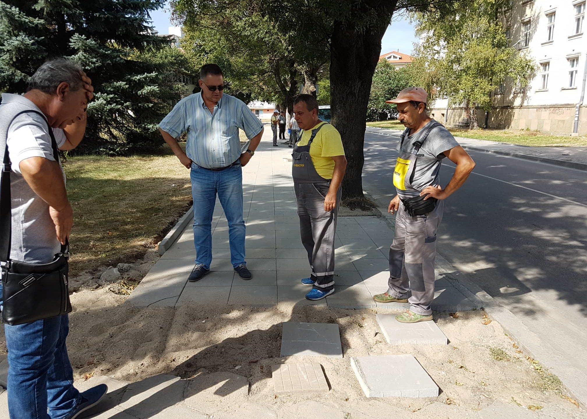 Още един нов тротоар инспектира кметът на Разград
