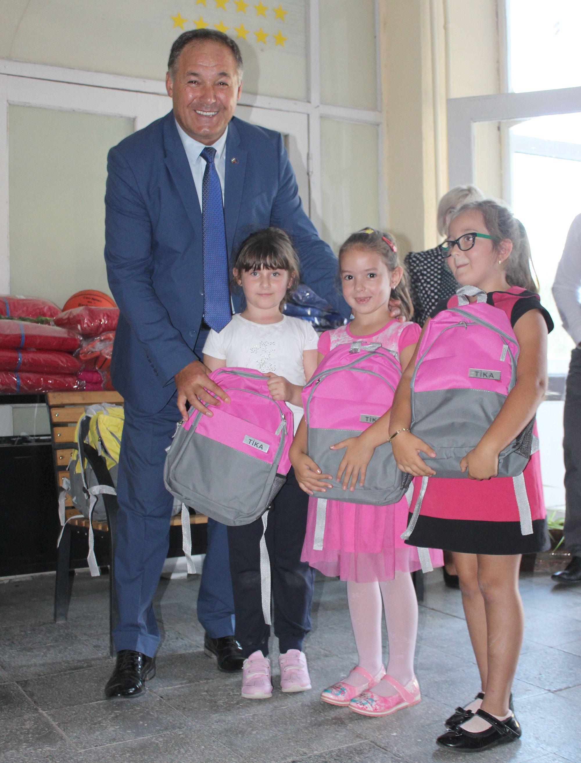 Три училища в общините Цар Калоян и Самуил получиха по� ...