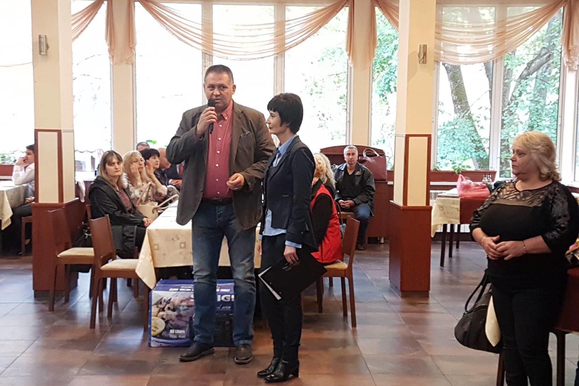 Кметът д-р Валентин Василев и заместникът му поздравих ...