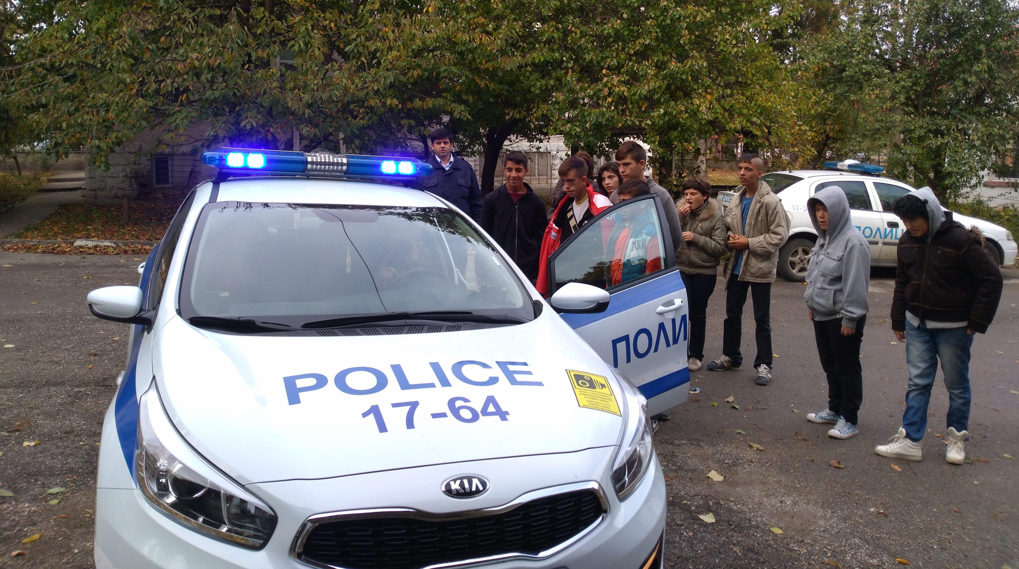 Ученици от ЦОСП – Кубрат посетиха РУ на МВР–Кубрат и � ...