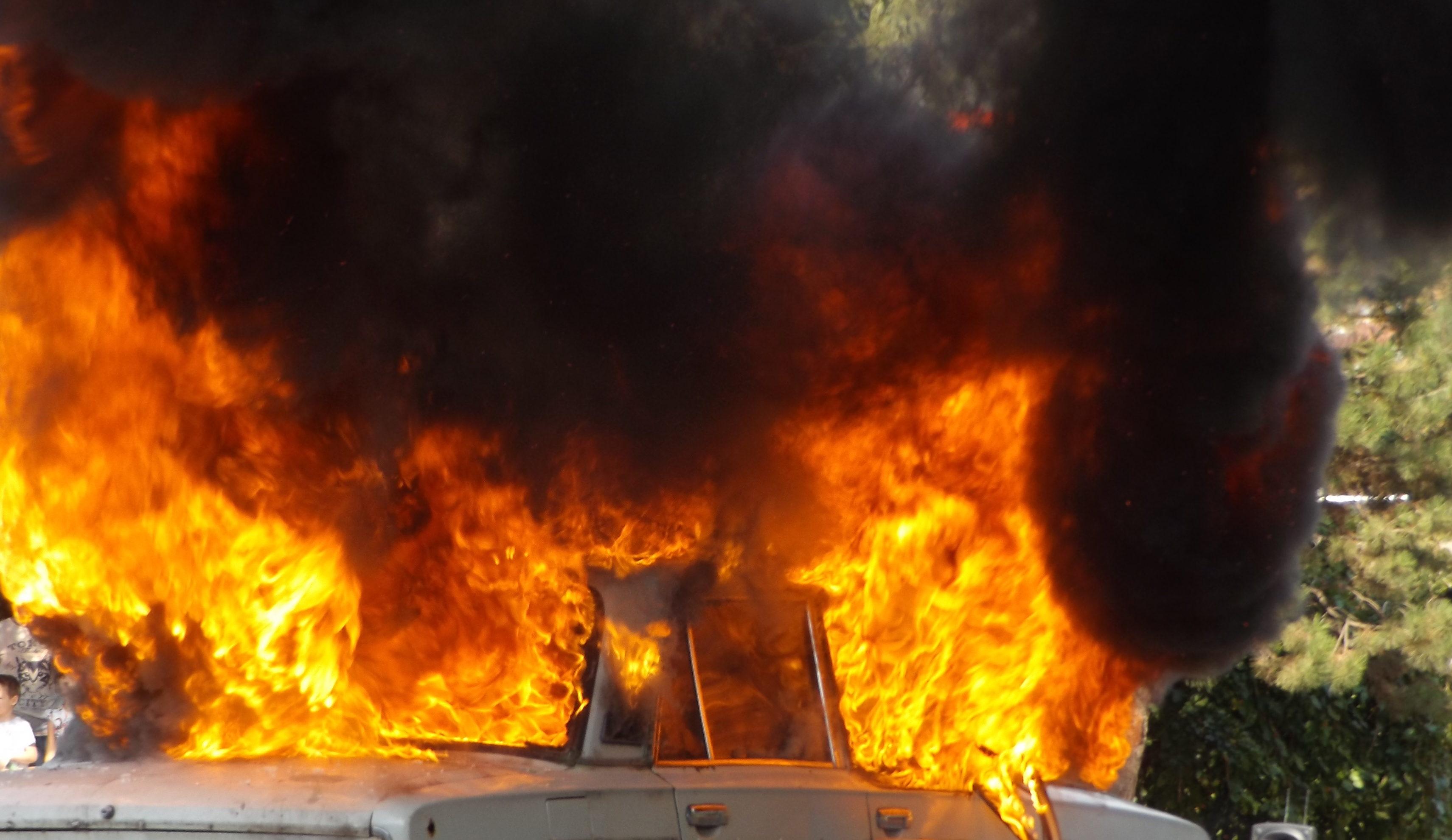 Кола горя тази нощ в Разград, разследват умишлен палеж