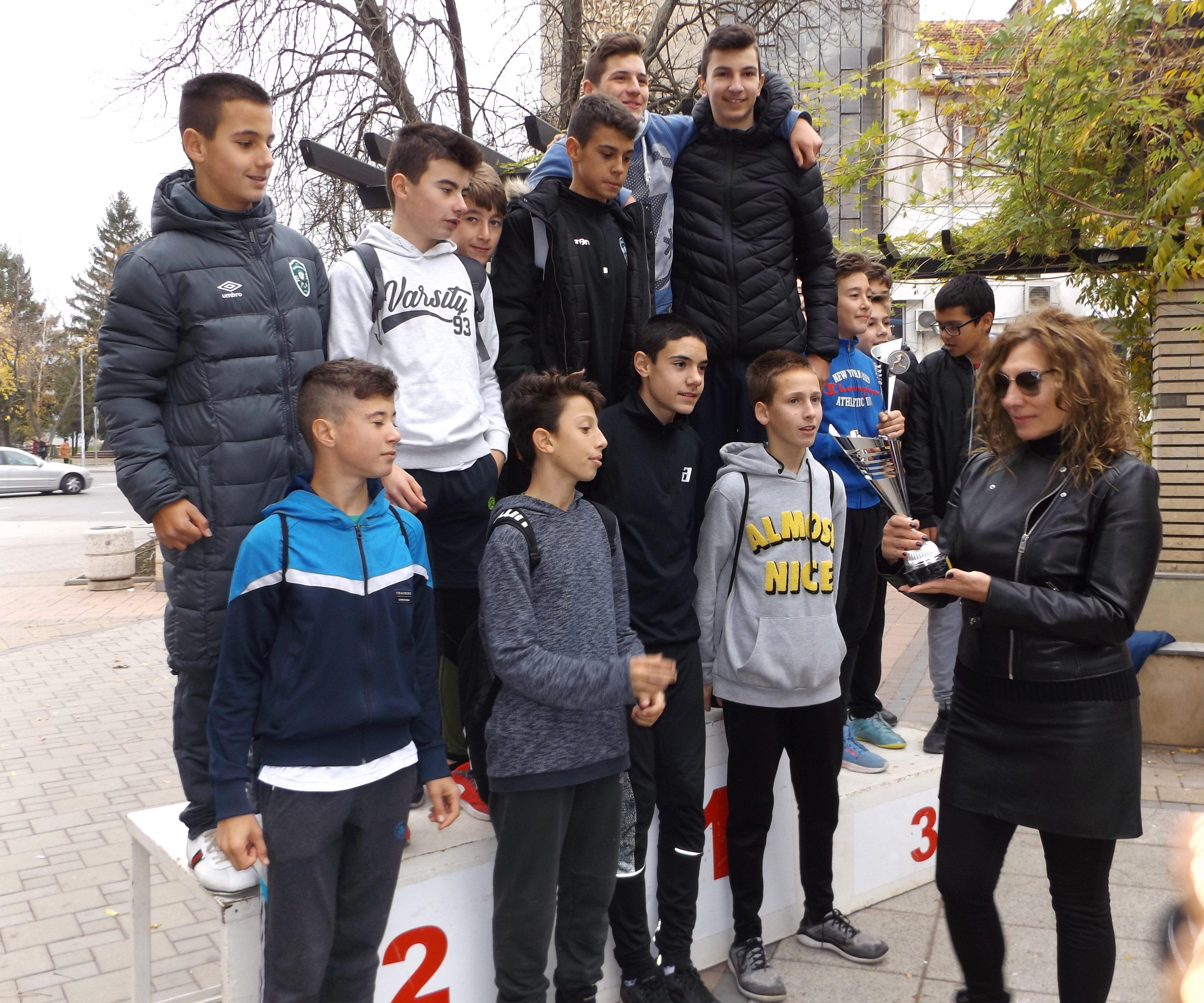 "Градска лекоатлетическа щафета организира УСШ ""Р. Б ..."
