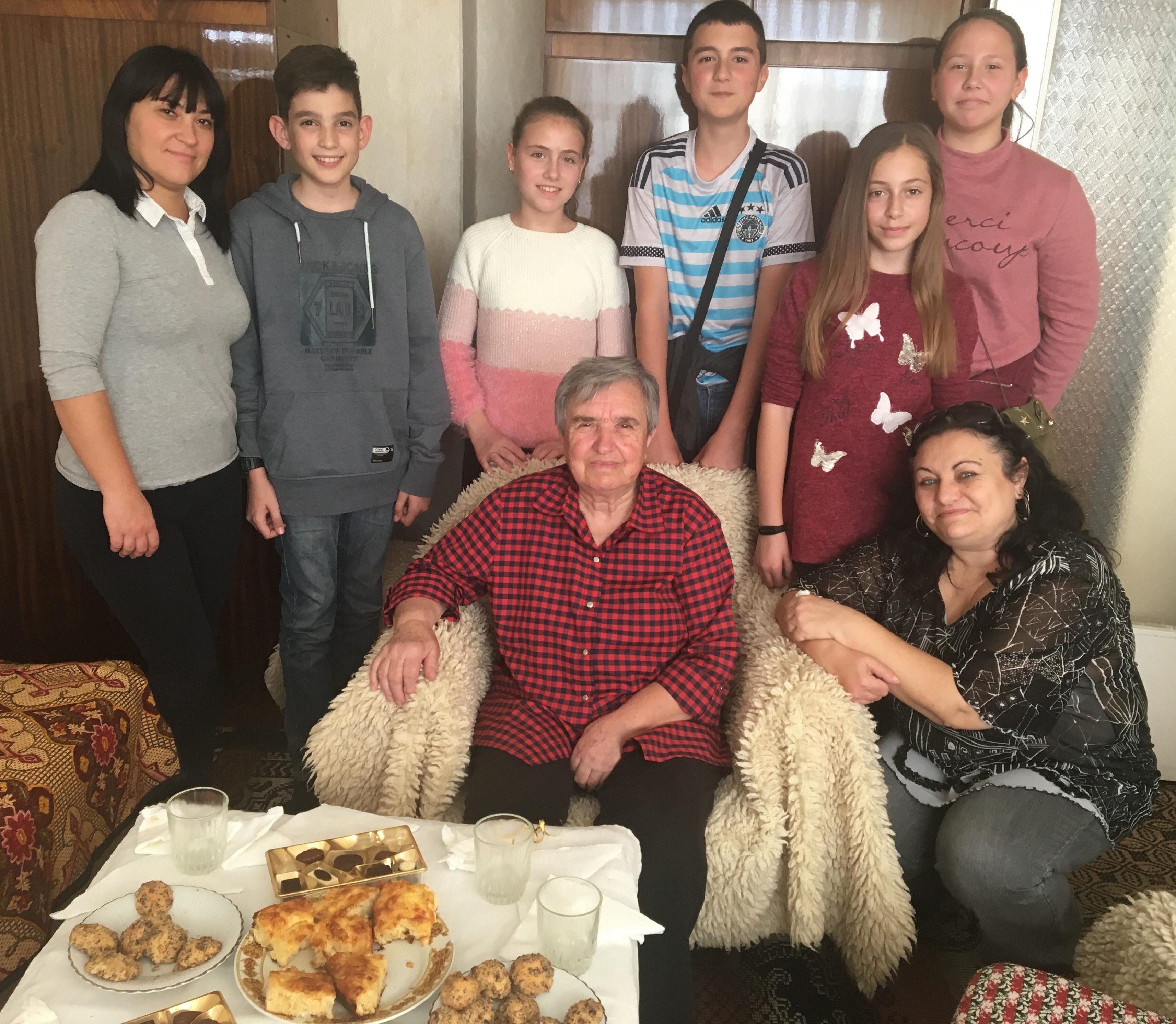 """Домашен социален патронаж и ученици от СУ """"Христо Бот� ..."""